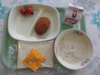サーモンコロッケと秋野菜の豆乳入りシチュー