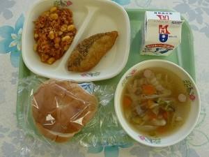 白身魚フライとチリコンカン・野菜スープ\\