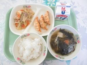 カレー餃子とあんかけ野菜炒め・わかめスープ\