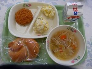 きのこと白菜のスープ キャベツのメンチカツ\