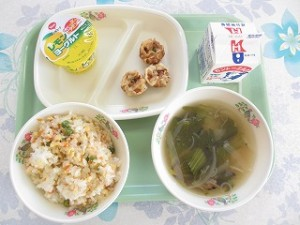 チャーハンと揚げシュウマイ、中華スープ\