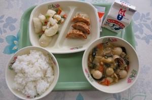 中華丼と揚げ餃子、ポテトサラダ