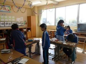 6年生の教室の様子(卒業記念制作)\