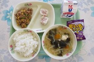 シュウマイとツナそぼろ、道産子汁、紫芋チップス