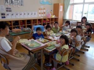 今日の2・3年生の給食の様子\