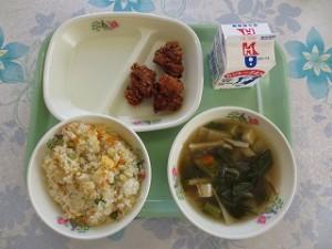 チャーハンと鳥から揚げ、中華スープ\