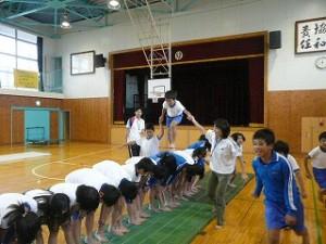 組体操の背中渡り。みんなで協力が大切です。\\\\\\