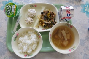 ビビンバとネギ味噌パオス、エビ団子スープ、ヨーグルト\