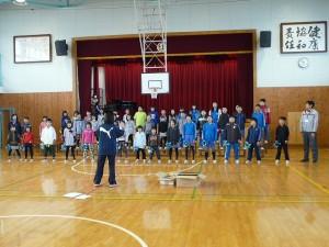 全校合唱の練習の様子\\