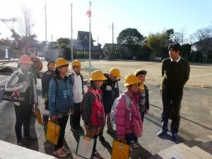 校外学習 5年生 水戸NHK放送局へ出発です。\
