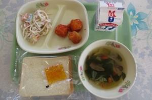 みかんジャム、食パンと肉団子チリソース、スパゲティーサラダ、野菜スープ\