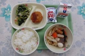 ソースメンチカツと白菜と小松菜のおひたし、おでん、鰯の角煮
