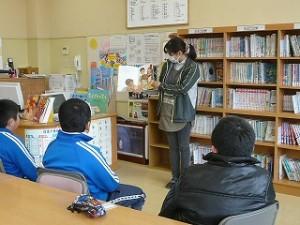 藤井先生の読み聞かせ(学校図書館職員)\