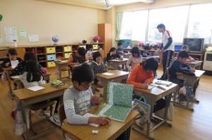 今年から始まる「言葉の時間」。今日は,読書と読書カード整理ですが,これから先生方の工夫と子ども達の取り組みで言語力を楽しく高める時間になっていきます。\\