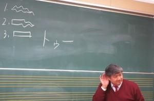 教えるのがとっても上手な先生で,とびっきり優しい先生です。\
