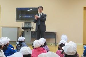 校長先生から,「今日の避難訓練は誰も一言もしゃべらず真剣に行ったのですばらしかったです。」と褒められました。また,「東関東大震災の時,全校生徒が助かった学校は,日頃からも真剣に訓練を行っていた。」とお話がありました。\