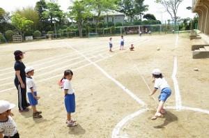 1年生のボールスローの授業の様子です。\\\\
