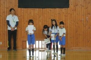 豊津小の4年生は3人,一人何役もして頑張りました。とっても偉かったね。\