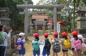 途中,鎌足神社に寄りました。中臣鎌足に手を合わせました。\