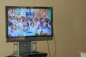 全国から7,000校以上の小学校が参加し,同時に歯磨きをします。\\