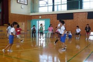「フルーツバスケット!」全員が席をかえました。とても楽しい一時でした。\