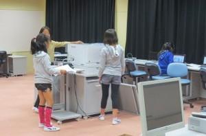 ⒍年生も,タブレットを教室に持って行き学習し,印刷をしにパソコン室に着たりして主体的に学習していました。\