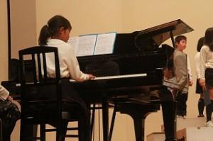 ピアノも上手に弾けました。写真には無いのですが,ソロで歌う子もいて一人一人がそれぞれの役目を立派にやり遂げました。\