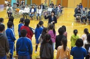 地域公開の最後に全校合唱を発表しました。子どもたちはみんな頑張りました。\