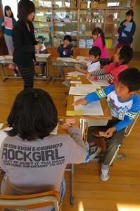 紹介文の下書きを書いています。取材メモを元に子どもたちは鉛筆を滑らせました。\\