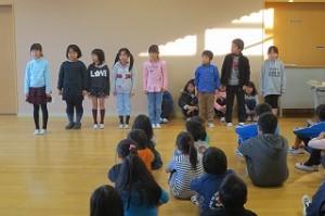 2年生は九九の暗唱と詩の群読をしました。\
