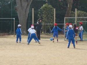 1年生が,体育の時間,とても楽しそうにミニサッカーをしてました。\
