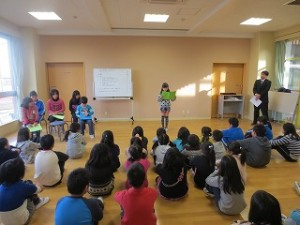 2学期の反省を学年の代表が発表しました。発表した子どもたちは,2学期にたくさんのことをチャレンジしました。\