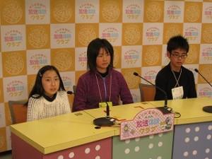本校の児童が,アナウンサーやニュースキャスターとなって出演してます。\\