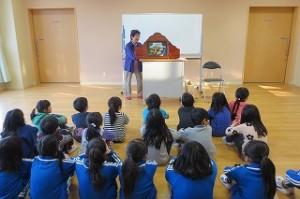 1~3年生が楽しみました。この後,子どもたちは古賀さんにたくさん質問したリ,お話したりしました。\