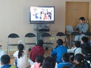 次は,スライドを見ながら6年生一人一人に感謝の言葉が発表されました。\