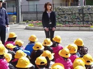 学校図書館司書山口先生からごあいさつがありました。鉢形小学校との兼任で毎週木曜日にいらっしゃいます。\