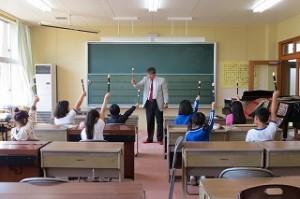 いよいよ自分たちの吹く番です。授業の後,態度と取組方が素晴らしいと先生が褒めてくださいました。\