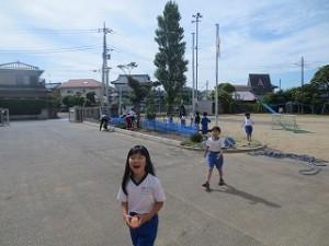 今日は,たくさんの学年が学年観察園に出てきたので思わずカメラを手に取りました。\\