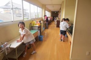 配膳台や水槽など徹底的にきれいにしたり,日頃できないものまで洗ったりしました。\