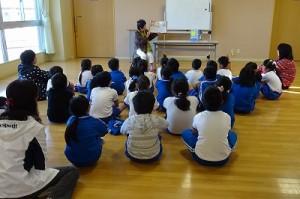 1~3年生までは,古賀さんの「読み聞かせ」がありました。\\
