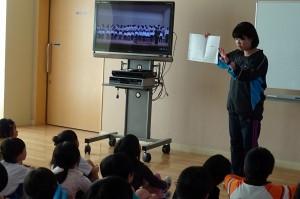 合唱の全体練習です。昨年のビデオを見て,いろいろな注意がありました。\