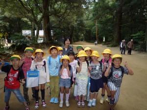 鹿嶋神宮です。鹿園の前で記念撮影。「楽しかった!」と顔に書いてあります。\\