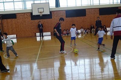 1~3年生 対 石井監督+男子教員のサッカー対決です。\\