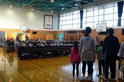 豊津小の子ども達も全校合唱を披露しました。三育中の先輩達へお礼の気持ちを込めて・・・