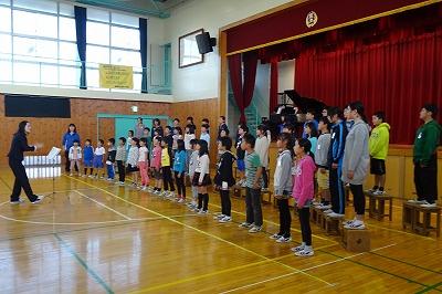 三育中の生徒さん達は,ハンドベルだけでなく聖歌隊にも入っていて,合唱も詳しいです。その生徒さん達が上手と感動していたと三育中の校長先生が教えてくださいました。\\