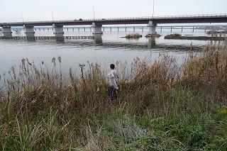 「北浦・一の鳥居」クラブでは,投網をしました。今日もまた北浦とふれあいました。\