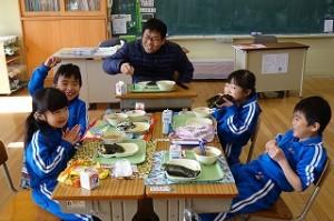 1年生,上手に手巻き寿司ができました。\