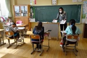 5年生は社会科で、情報の学習をしていました。\