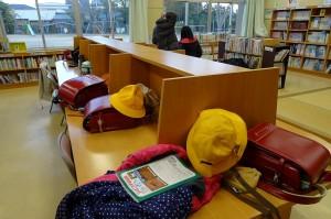 本校の児童クラブは図書館を使用してます。本の読み放題です!\