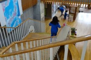 4年生の階段掃除